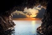 9428428-vue-interieure-de-la-grotte-en-cote-composition-de-nature